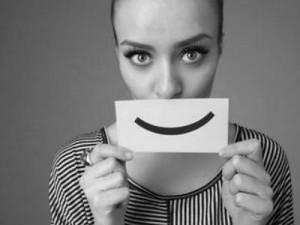 sourire sur un carton